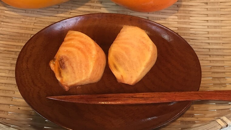次郎柿を一口サイズにカット